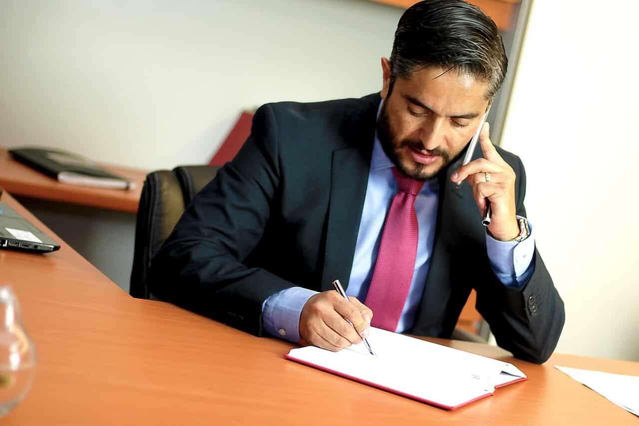 """מיתוג לעורכי דין - עו""""ד בשיחת טלפון"""